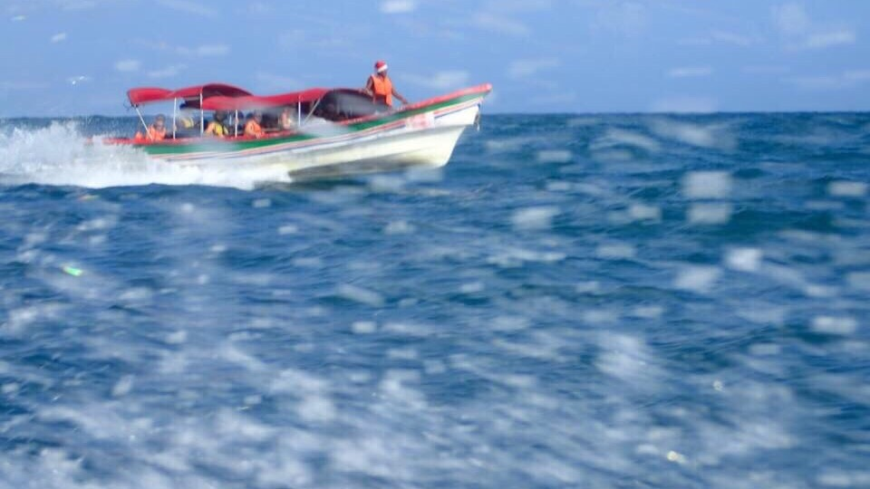 Speedboatin' through the San Blas.